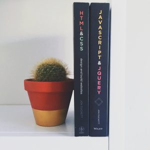 Minimal Shelf Decorations